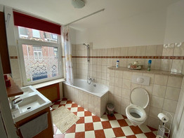 1e etage - badkamer groot bij 2p kamer.j