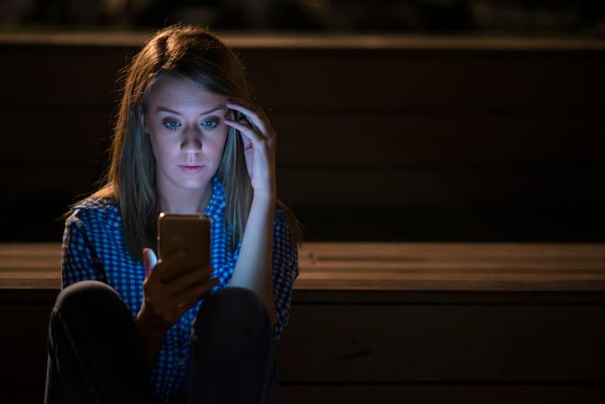 A dependência de internet, a Baleia Azul e o papel dos pais