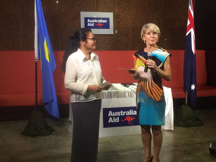 Australia's FM Julie Bishop presents US$60,000 for Palau Pledge Initiative