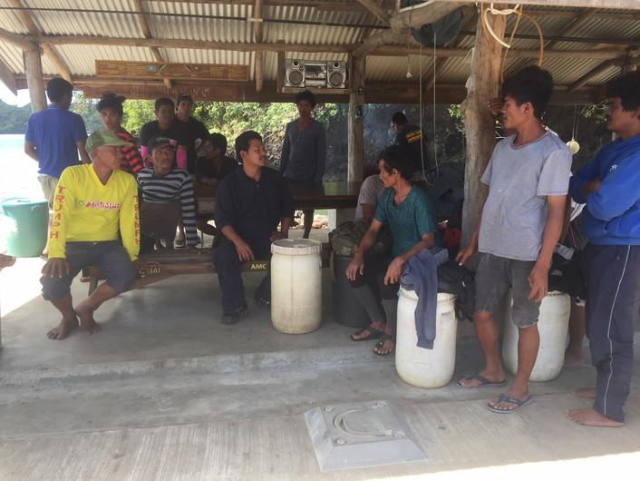 Palau's PSS Remeliik rescues 15 Filipino fishermen