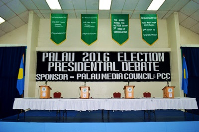 Live-blogging the Debate