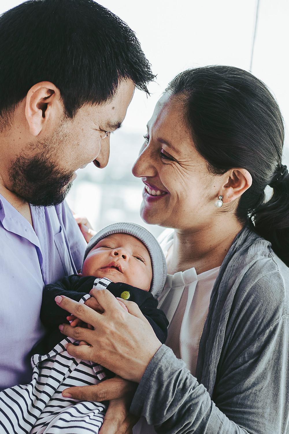 Ropa para la mamá - Sesión recién nacidos en casa Quito
