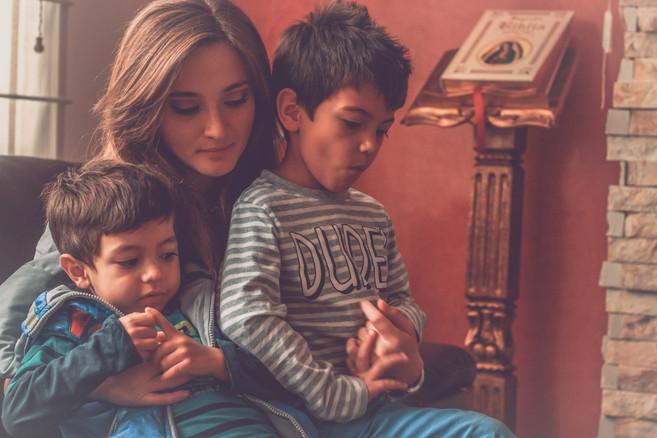 Sesión familiar en tu casa Quito