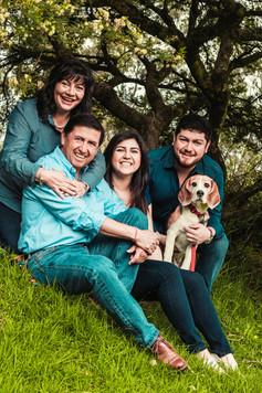 Sesión familiar con adultos con mascota