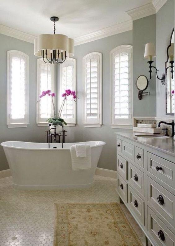 Store persiennes bois blanc salle de bai
