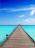 senace hypnose, plage, eau, mer turquoise, jettée bois, bungalow, maldives, serenite, calme, detente
