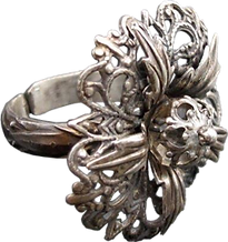 'Flower Ring 5' is created by the artist Beate Nyfløt. The stone is faceted swarovski crystal bead. The decor is silver plated brass filigree. The ring is 525 sterling silver.