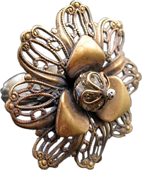 'Flower Ring 8' is created by the artist Beate Nyfløt. The stone is faceted swarovski crystal bead. The decor is oxidized brass filigree. The ring is 525 sterling silver.