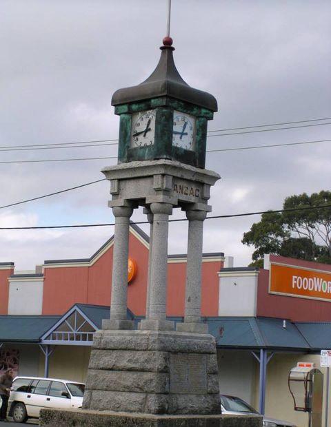 Foster War Memorial - Tower clock