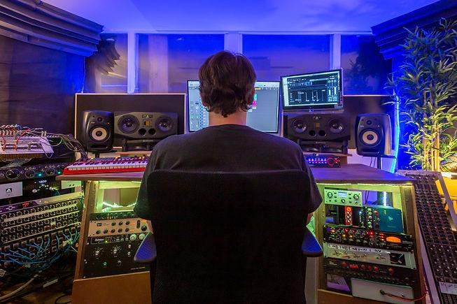 Mixing engineer Ben Hense at Beat Tank recording studios Melbourne