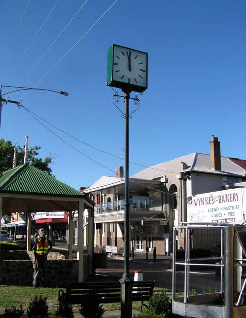 Alexandra - Public Pole Clock