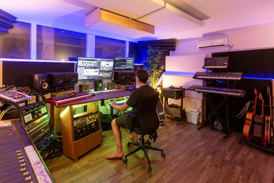 Recording Studio Melbourne | Beat Tank mixing room in action