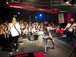 Why is the live music scene in Melbourne the best in Australia?