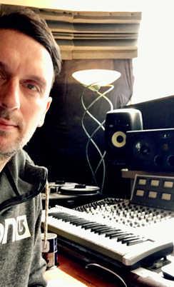 Ben Hense - record producer at Beat Tank Studio Melbourne
