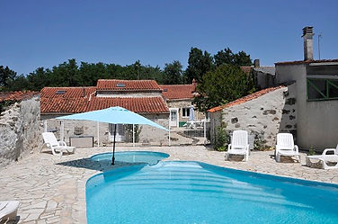 5 bedroom holiday home withprivate heated pool in the Vendee, France