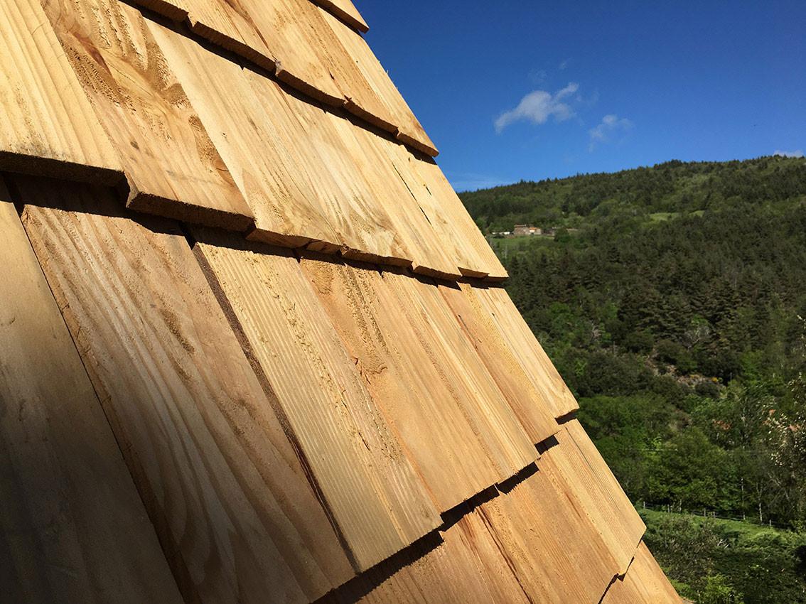 le toit de bois