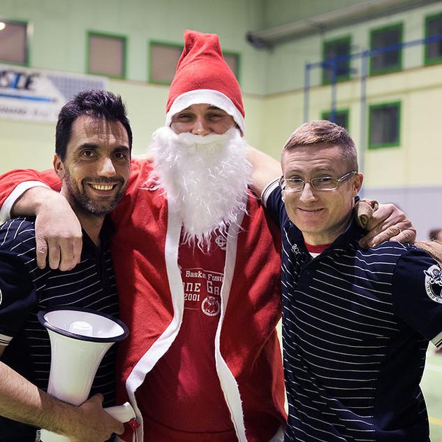 Babbo Natale con lo staff