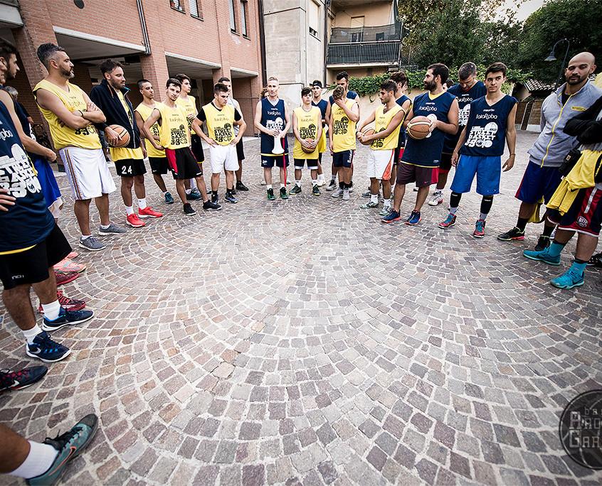 Coach Ortasi catechizza i giocatori