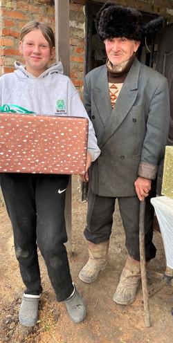UA girl and grandfather 2021_1