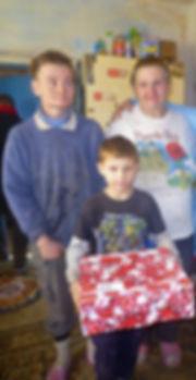 3 Ukraine, Igor mit Mutter und Grossmutt