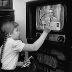 Children Watching TV in the Past (20).jp