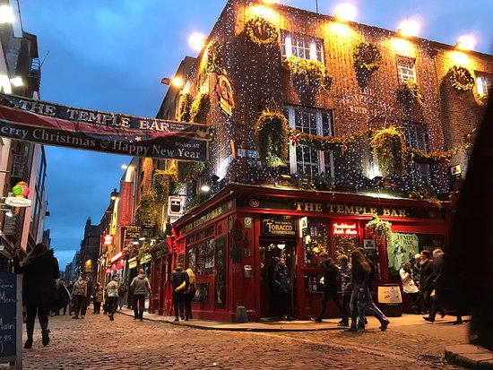 temple-bar-pub-in-christmas