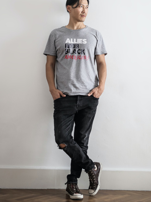photo-of-man-in-gray-t-shirt-and-black-d