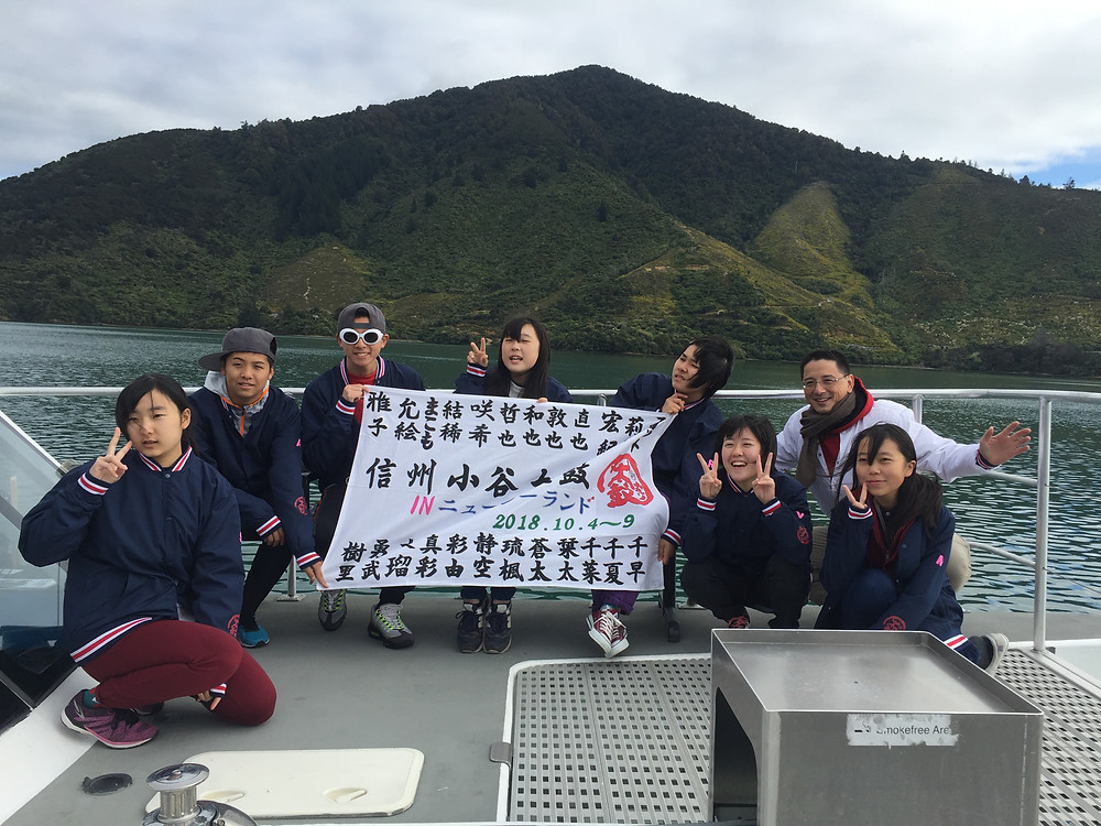 Kokichi with youth from Otari daiko cruising for clams in New Zealand