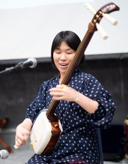Aki Takahashi on Shamisen in Mitsuki