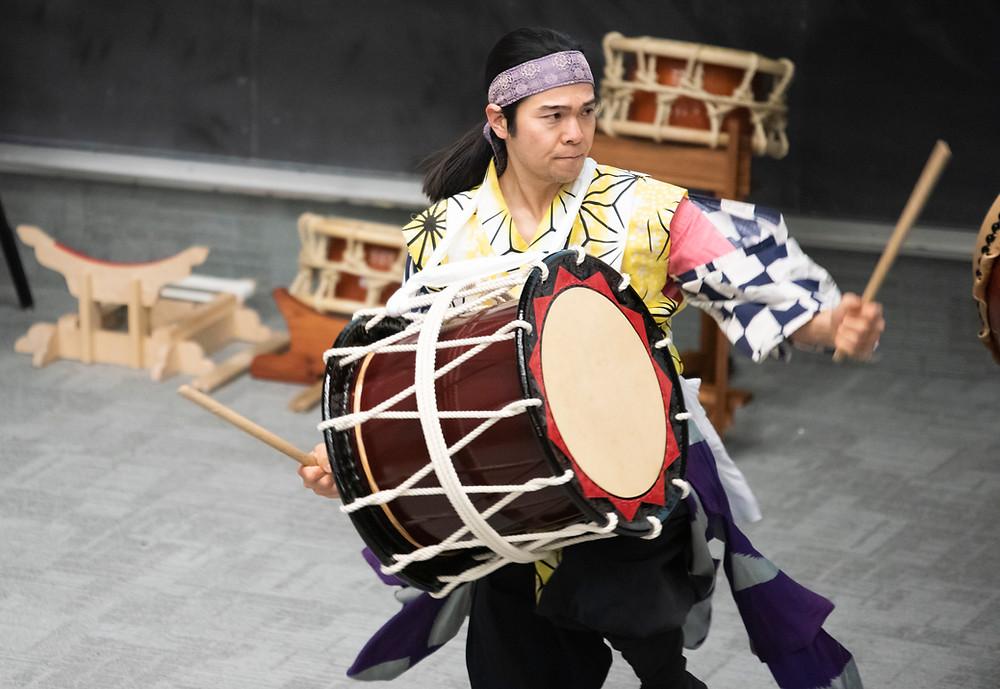Tetsuya Kudaka performs Sansa taiko in Mitsuki