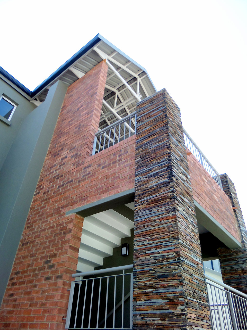 Umthunzi Garden Apartments is a residential development designed by Hub Architects and is located in Fourways, Johannesburg, South Africa