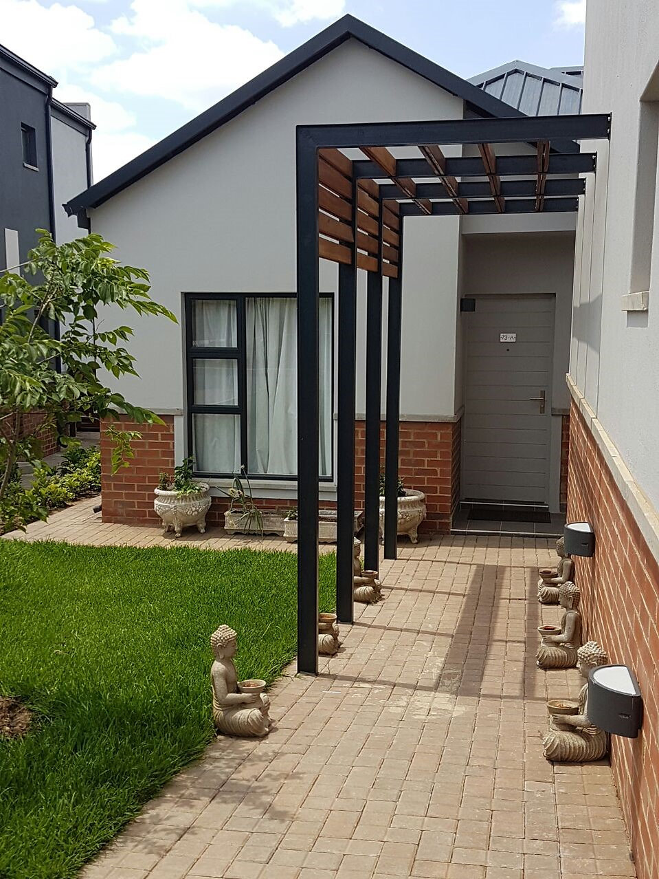 Carlswald Luxury Apartments is a housimg estate development designed by Hub Architects and is located in Midrand, Johannesburg, South Africa