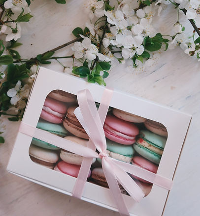French%2520macarons%2520in%2520white%2520box_edited_edited.jpg