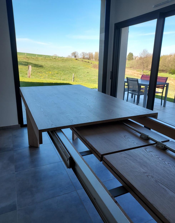 Table à rallonges intégrées