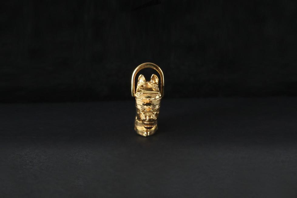 Le pendentif trophée    The trophy pendant