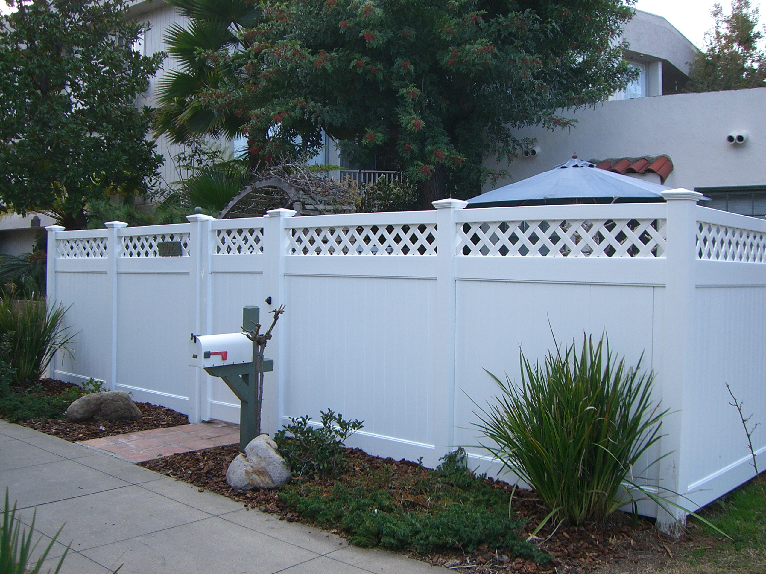 6' Vinyl Fence With Lattice