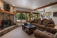Living-Room_1800x1200_2415416.jpg