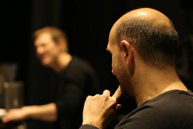 Sébastien having a look at Ugo  Sébastien regardant Ugo