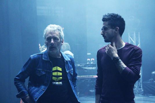 Didier and John Vacheron (light encoding) chatting  Didier et John Vacheron (encodage lumières) discutant