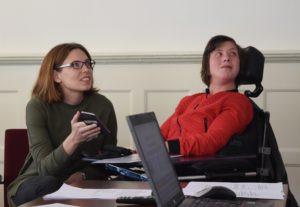 Anneke en Jenneken aan het werk