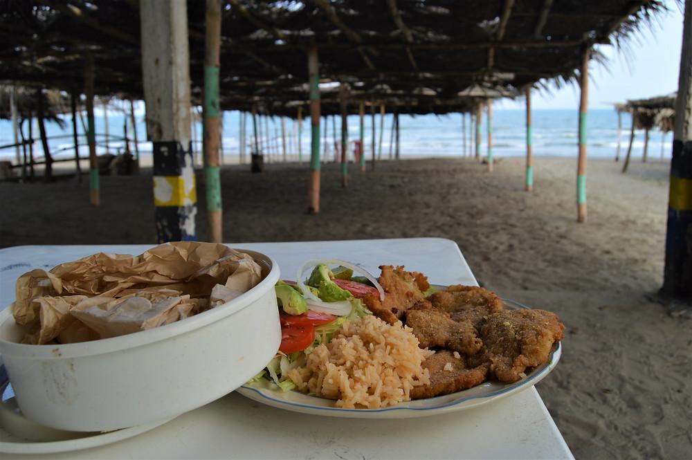 Fish tacos with rice and salad palapa of Casitas, Veracruz