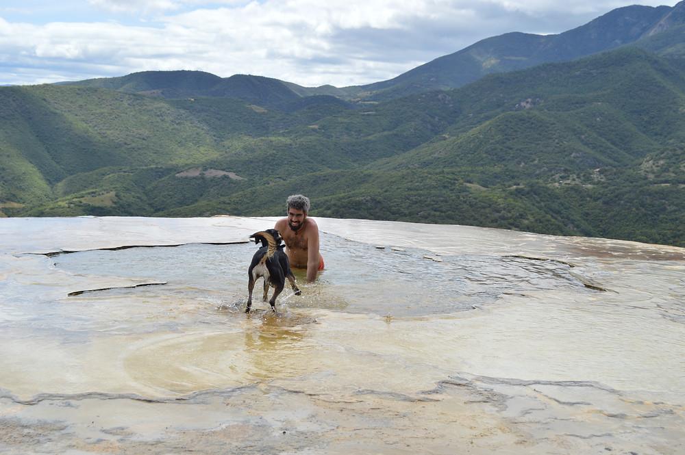 Hierve el Agua con perro
