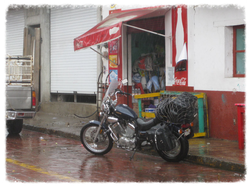 Taking shelter from the rain in Ocampo