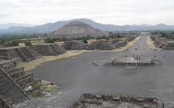 Calzada de los Muertos, Mexico