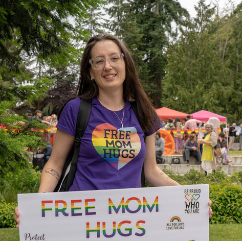 Free Mom Hugs - Festival Group
