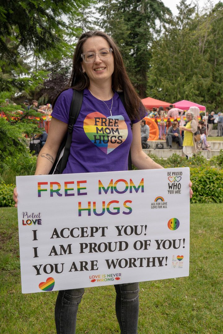 Bainbridge Pride Festival - Free Mom Hugs
