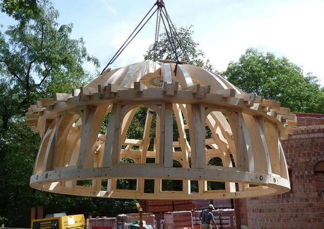 Fachgerechte Sanierung historischer Holzkonstruktionen.