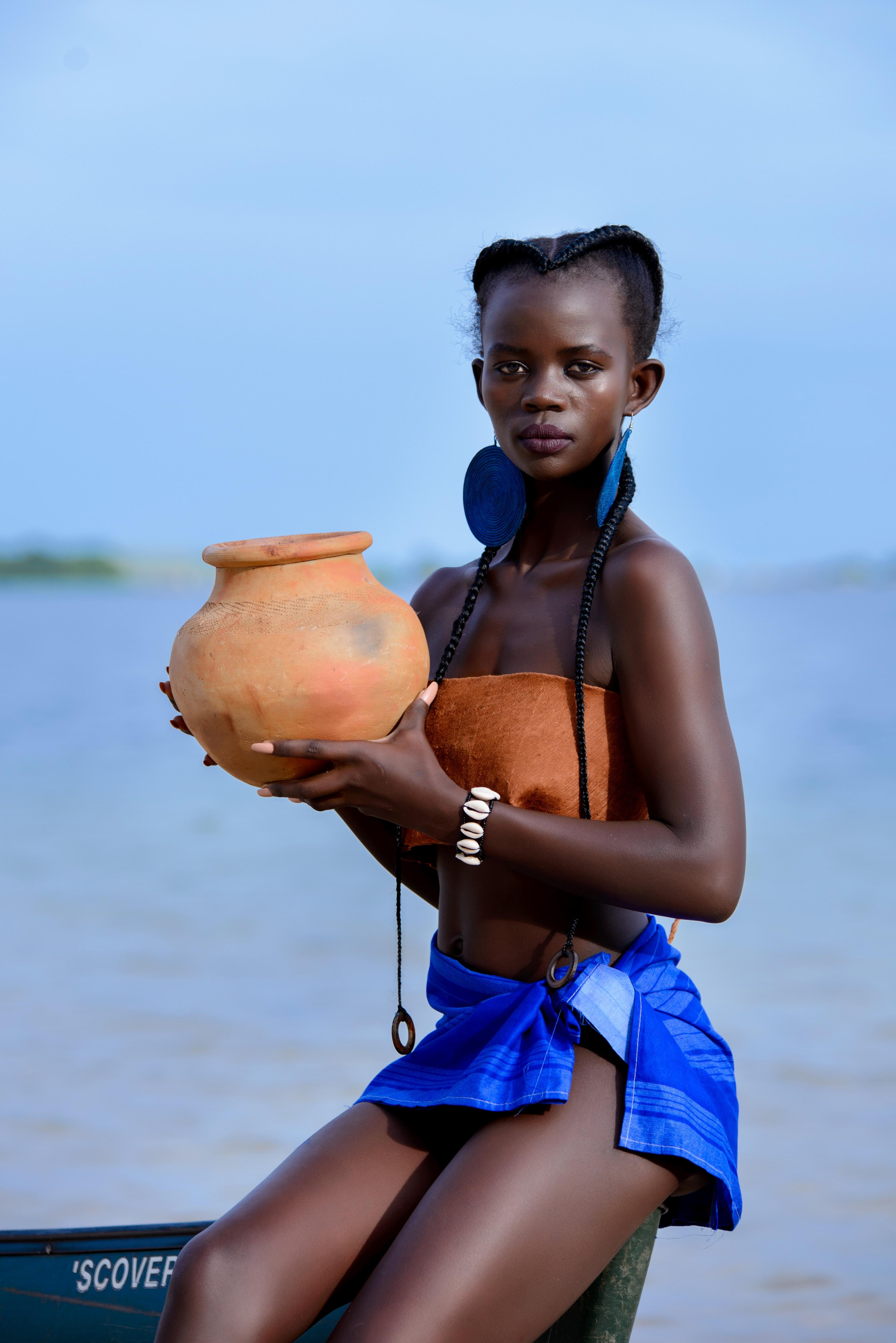 beach-braided-hair-clay-pot-1082954