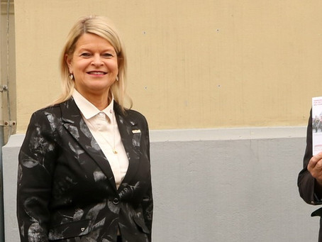 Bundesministerin Klaudia Tanner unterstützt die Militärmusikfreunde