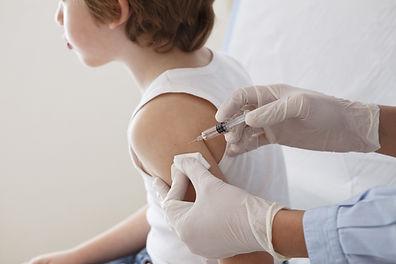 La vacunación de un niño